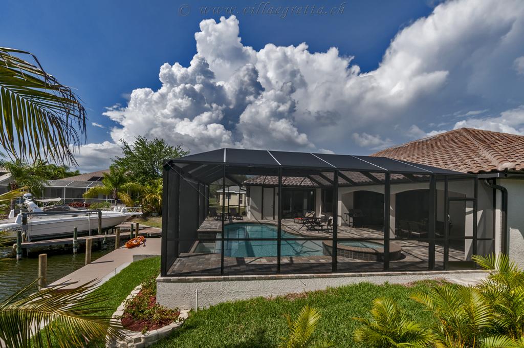 Villa Egretta Beltramonto Südfassade mit Gewitterstimmung
