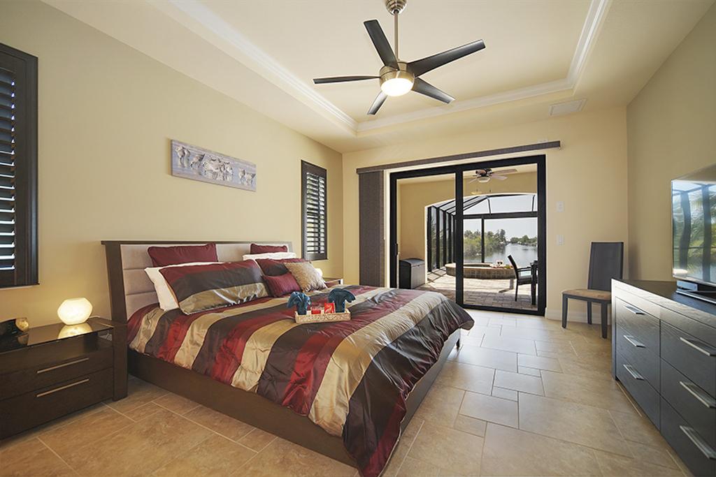 Villa Egretta Beltramonto Hauptschlafzimmer mit Kingsize Bett